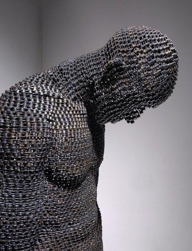 Скульптура из цепей