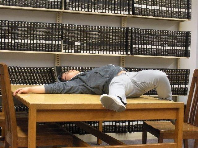 Сон в библиотеке