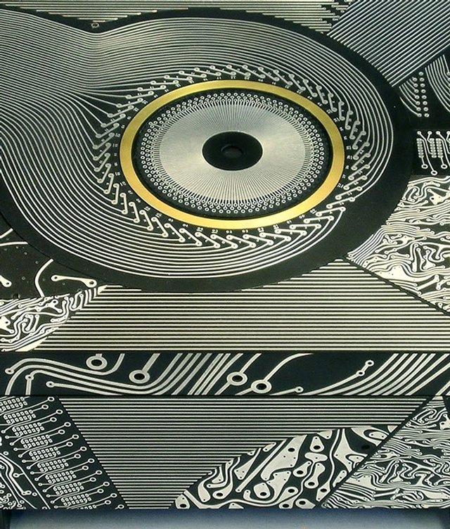 Искусство и старая электроника