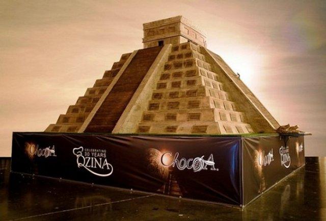Пирамида майя из шоколада