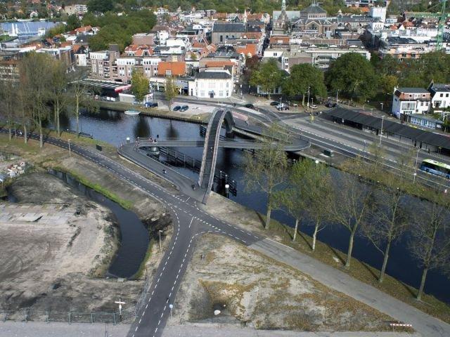 Двойной пешеходный мост